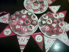Cupcakes y galletitas de manteca en rosa y chocolate