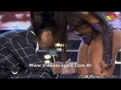 Larissa Riquelme assedia apresentador argentino em pleno palco - http://webjornal.com/4231/larissa-riquelme-assedia-apresentador-argentino-em-pleno-palco/