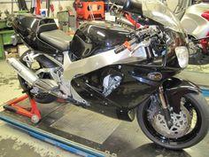 Yamaha YZF 750 '93 #tekoop #aangeboden in de groep van #Motortreffer (zie: www.facebook.com/groups/motorentekoopmt) #motorentekoopmt #yamahamotor #yamahanederland #yamahafanclub #yamaha #yamahayzf #yamahayzf750 #sportbike #sportmotor