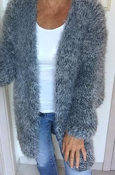 HANDKNITRIA lange mantel 80 cm in grijs mohair+fluffy+viscose , ook in andere kleuren verkrijgbaar , ook als breipakket + beschrijving verkrijgbaar voor slechts 102 euro
