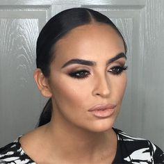 The look that Etienne created yesterday was DREAMY!!! He recreated his signature Kardashian look... Can't wait to put all his tips and tricks into action on all your beautiful faces!✨ #anastasiabeverlyhills #maccosmetics #nars #urbandecay #charlottetilbury #byterry #eldora #realtechniques #waynegoss #illamasqua #bobbibrown #undiscovered_muas #wakeupandmakeup #soniaxfyza #scottishmua #makeupgeek #makeupaddict #wakeupandmakeup #tylerlawlessmua #etienneortega #makeupbyariel…
