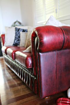 Lounge Chesterfield Chair, Accent Chairs, Lounge, Couch, Furniture, Home Decor, Upholstered Chairs, Airport Lounge, Drawing Rooms