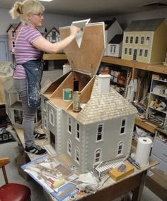 Amy Craigo of Lynlott Miniatures builds a Thornhill Dollhouse by Real Good Toys