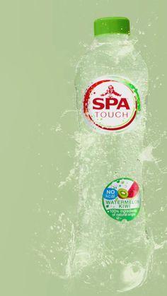 Wat krijg je als je natuurlijke aroma's toevoegt aan het mineraalwater van SPA? SPA TOUCH! Ga jij voor de bruisende of niet-bruisende smaken? Ontdek ze nu allemaal! Spa Water, Ads Creative, Carpe Diem, Drink Bottles, Watermelon, Cool Designs, Tom Hiddleston, Ps, Funny