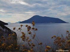 Lipari in autunno, da Acquacalda, veduta di Salina Alicudi e Filicudi