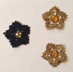 犬子さま♪きゃあ~♪こんなに可愛いイヤリングを完成しました。写真を送ってくださってありがとうございます。このイヤリングはいちごの花のデチカが終わっている方なら編めますよ~お声をお掛け下さいませね。046/20151210