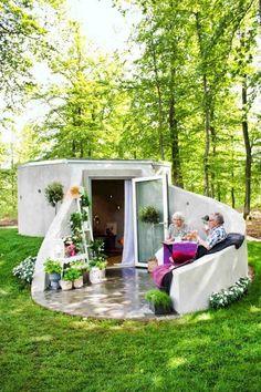 lebenswerte sheds guide und ideen Backyard Storage, Outdoor Storage Sheds, Shed Storage, Diy Storage, Storage Ideas, Shed Design, Tiny House Design, Garden Design, Cottage Design