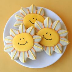 Good Morning Quotes : Happy Sunshine Cookies {Cookie Decorating - Quotes Sayings Summer Cookies, Fancy Cookies, Iced Cookies, Cute Cookies, Cookies Et Biscuits, Cupcake Cookies, Cookie Favors, Valentine Cookies, Spring Cupcakes