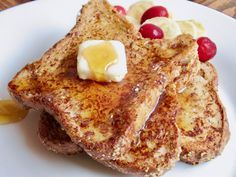 Take brunch to the next level with this vegan, gluten-free, soy-free, refined sugar-free and low-FODMAP cinnamon French toast. https://yumgoggle.com/vegan-french-toast/ ThankfulVegan