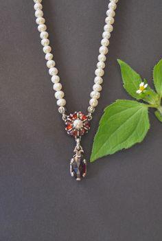 Perlenkette Leonie - Schmuck Steiner Pearl Necklace, Beaded Necklace, Pearls, Jewelry, Fashion, String Of Pearls, Pearl Jewelry, Light Blue, Rhinestones