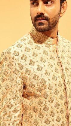 Menwear Sherwani Groom, Mens Sherwani, Wedding Sherwani, Indian Men Fashion, Man Fashion, Smart Casual, Men Casual, Indian Menswear, Achkan