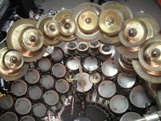 This monster drumkit belongs to Terry Bozzio (Zappa, Vai, Missing Persons), and includes drums tuned to specific pitches to play melodies. Terry Bozzio, Pearl Drums, Drums Art, Drum Lessons, Music Lessons, Drum Music, Drum Kits, Monster, Drummers