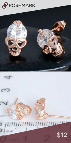 ??Stylish skull earrings?? These earrings sparkle like crazy!! New in package. No tags. Jewelry Earrings