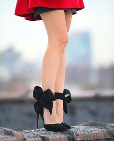 Black pumps with big bows fashion