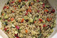 """Blitzschneller Nudelsalat mit Kritharaki-Nudeln Lightning fast pasta salad with Kritharaki noodles Italian Pasta Salad with Red Lightning PestoPasta salad """"Bavarian""""Chefkoch. Easy Smoothie Recipes, Healthy Smoothies, Healthy Snacks, Grilling Recipes, Crockpot Recipes, Pasta Recipes, Salad Recipes, Heart Healthy Recipes, Vegan Recipes"""