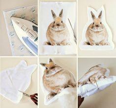 Iron-on photo pillows tutorial Diy Projects To Try, Craft Projects, Sewing Projects, Photo Pillows, Diy Pillows, Costura Diy, Do It Yourself Baby, Diy Christmas Tree, Animal Pillows