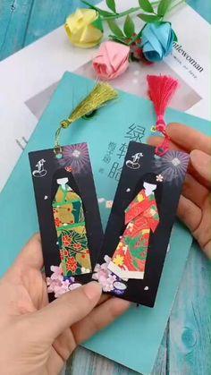 Instruções Origami, Origami Simple, Origami Rose, Origami Bookmark, Origami Videos, Oragami, Origami Flowers, Diy Crafts Hacks, Diy Crafts For Gifts