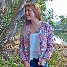 Look ; chaqueta artesanal colores primaverales