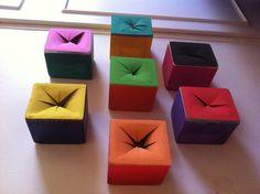 Cajas sensoriales, en cada una hay algo distinto dentro.