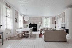 Yellow house on the beach: Rustic, modern and vintage