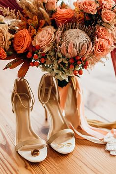 Vibrant coral styled shoot with retro touches - Chic & Stylish Weddings Vibrant coral styled shoot with retro touches - Chic & Stylish Weddings Burnt Orange Weddings, Orange Wedding Flowers, Floral Wedding, Wedding Colors, Orange Wedding Shoes, Trendy Wedding, Sophisticated Wedding, Wedding Dress Trends, Wedding Dresses