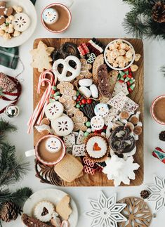 Channel your inner Willy Wonka with this holiday cookie and candy board . - Channel your inner Willy Wonka with this holiday cookie and candy board # Holiday cookies # - Christmas Mood, Noel Christmas, Christmas Goodies, Christmas Desserts, Christmas Decorations, Family Christmas, Christmas Sangria, Christmas Recipes, Kirklands Christmas