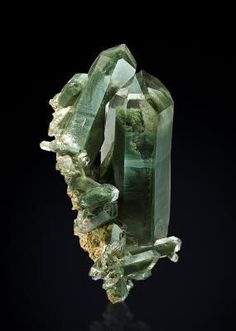 Quartz avec fantômes de Chlorite Schinschlucht, Graubünden, Switzerland x 5 x cm Natural Crystals, Stones And Crystals, Gem Stones, Natural Stones, Minerals And Gemstones, Rocks And Minerals, Beautiful Rocks, Mineral Stone, Rocks And Gems