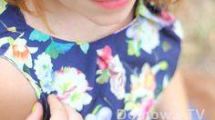Dopasowana granatowa bluzka w kwiaty + porady