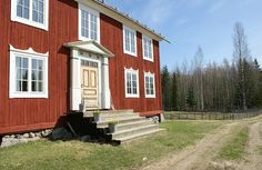 Old Swedish farmhouse, traditional red   LILLSTRUMPA & SYSTERYSTER