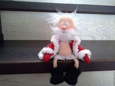 This Crochet Santa had a busy day it seems :) Crochet Santa, Crochet Dolls, Santa Christmas, Xmas, Christmas Ornaments, Ded Moroz, Arte Floral, Amigurumi Doll, Easy Crochet Patterns