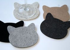 These elegant cat coasters make the perfect spot for you to rest your glass. Made from ultra thick wool felt, they are eco-friendly, too. Available in a wide variety of gorgeous colors from the Felt Planet Etsy shop. Cat Crafts, Kids Crafts, Diy And Crafts, Cat Coasters, Drink Coasters, Diy Cadeau, Felt Cat, Creation Couture, Projects To Try