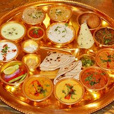 Virasat Sheesh Mahal famous place to visit in Jaipur where you get royal experience by live music, folk dance, Rajasthani thali, Daal baati choorma, wedding anniversary Gifts http://www.virasatsheeshmahal.com