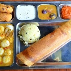 South Indian Breakfast Platter... ahaa!  idli, button idli, bonda, upma dosa... yummm