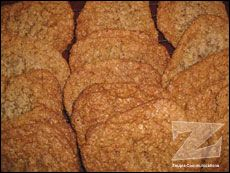 Galettes de la polyvalente | .recettes.qc.ca Biscuits, Vegetarian Recipes, Cooking Recipes, Delicious Magazine, Breakfast Snacks, Biscuit Cookies, Muffins, Baked Goods, Banana Bread