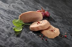 """Le Foie Gras Entier - D'une oie ou d'un canard - """"Les préparations composées d'un Foie Gras entier, ou d'un ou plusieurs lobes de Foie Gras et d'un assaisonnement"""" #foiegras #appellation http://tinyurl.com/o4v3ewd"""