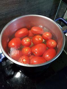 Conserves de sauce tomate maison | Audrey Cuisine Tomato Sauce, Buffet, Food And Drink, Vegetables, Cook Cook, Cooking, Recipes, Tomato Preserves, Cooking Recipes