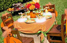 LittlePumpkin Fall Birthday party--love these table decorations