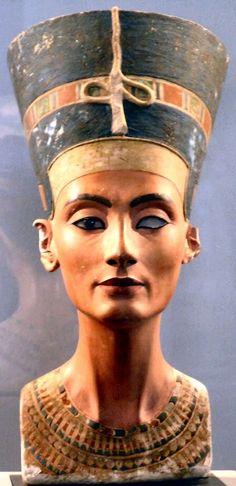 Nefertiti. Very beautiful depiction.
