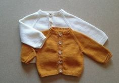 Baby Cardigan Knitting Pattern, Knitted Romper, Knitted Coat, Baby Knitting Patterns, Baby Patterns, Knit Cardigan, Kids Knitting, Knitted Baby, Vestidos