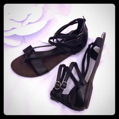 Steve Madden Gladiator Sandals Good pre-owned condition. No size tag but consistent with an 8.5. Steve Madden Shoes Sandals