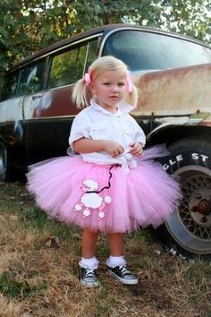 Atutudes Custom Handmade Pink Poodle Skirt Tutu - Loving all the little tulle costumes - Halloween! Costume Halloween, Halloween Kids, 50s Costume, Nerd Costumes, Vampire Costumes, Hippie Costume, Disfraz Rock And Roll, Tulle Costumes, Robes Tutu