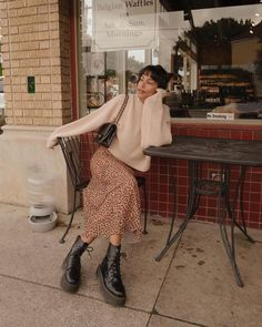Casual fall outfit winter outfit style outfit inspiration millennial fashion street style boho vintage grunge casual indie urban hipster minimalist dresses tops blouses pants jeans denim jewelry accessories trendy fashion spring indie ready to wear Fashion 2020, Look Fashion, Autumn Fashion, Fashion Women, 2020 Fashion Trends, Fashion Blogs, Fashion Hacks, Fashion Ideas, Hipster Fashion