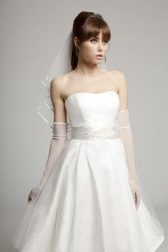 wedding dresses that sit just above the knee are having a moment in the bridal fashion spotlight. 50s Wedding, Top Wedding Trends, Wedding Gowns, Bridal Collection, Dress For You, Bridal Style, Wedding Planner, To My Daughter, Couture