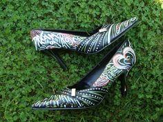 Sapato e Posca!!!  http://www.frutodearte.com.br/index.php?cPath=284_519