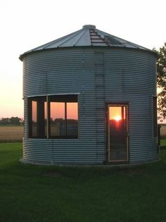 What is grain bin house? It's another anti-mainstream house design you must know! Here we provide the best ideas of grain bin house ideas. Silo House, My House, Grain Silo, Magnolia Market, Play Houses, Farm Life, The Great Outdoors, Future House, Outdoor Living