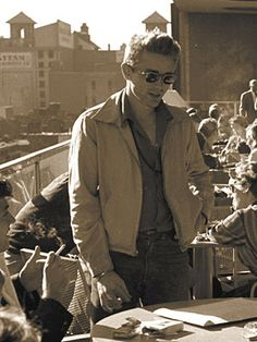 James Dean im Museum of Modern Art, Quelle: George Perry: James Dean, Rolf Heyne Collection 2005