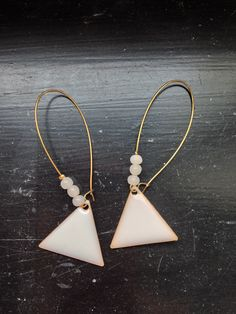 Use rose instead of triangle Enamel Jewelry, Metal Jewelry, Diy Jewelry, Beaded Jewelry, Jewelery, Handmade Jewelry, Jewelry Design, Jewelry Making, Earring Trends