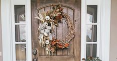 Autumn Decorating, Porch Decorating, Fall Home Decor, Autumn Home, Fall Decorations, Seasonal Decor, Bathroom Tiling, Fall Porches, Halloween Front Doors