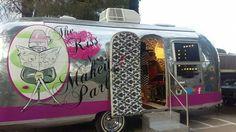Wedding hair and makeup Airstream salon/ salon on wheels… Mobile Nail Salon, Mobile Beauty Salon, Mobile Nails, Home Hair Salons, Home Salon, Beauty Bar, Beauty Shop, Airstream, Kids Salon