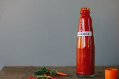 my darling lemon thyme: homemade sriracha sauce recipe (raw + fermented) Plant Based Recipes, Raw Food Recipes, Sauce Recipes, Homemade Sriracha Sauce Recipe, Sauces, Sweet Chilli Sauce, Savarin, Spice Blends, Fermented Foods